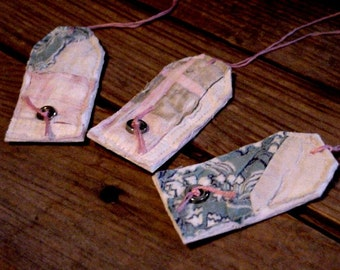 Vintage Quilt Tags, Primitve Handmade Patchwork Quilted Prim Feedsack Gift Wrap Tags, Party Favor Hang Tags, Tie Ons itsyourcountry