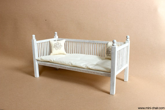 1 6 scale furniture shabby white daybed wood bed by. Black Bedroom Furniture Sets. Home Design Ideas