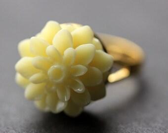 Ivory Mum Flower Ring. Ivory Chrysanthemum Ring. Ivory Flower Ring. Adjustable Ring. Handmade Flower Jewelry.