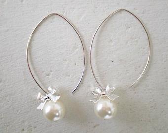 Cream Pearl  Earrings/Pearl Earrings/Bow Earrings/Bridesmaid Earrings/Pearl Bridesmaid Earrings/Gifts For Her/Long Pearl Earrings