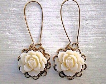 Romantic Rose Earrings/Ivory Earrings/Cream Earrings/Rustic wedding Earrings/Bridesmaid Earrings/Mother's Day Gift/Cream Flower Earrings