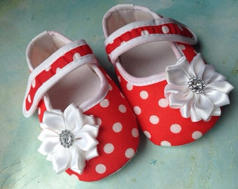 Baby Girl  shoes black with white polka dot shoes,Baby shoes mary janes, polka dots Ballet baby shoes, crib shoes .