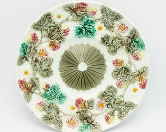 Majolica English Wedgewood Antique Berry and Flower Plate