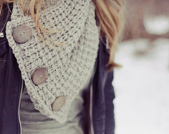 Chunky Knitted Button Wrap Scarf in Light Grey