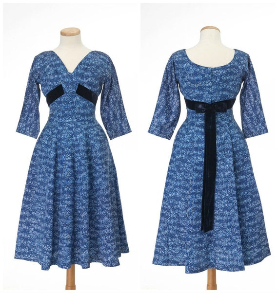 Darling 50s dress // Vintage LESLIE FAY Blue Shelf Bust Full Skirt Dramatic Back Bow Small