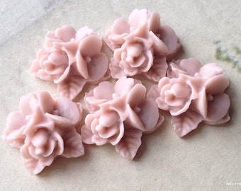 16 mm Resin Flower Cluster Cabochons of Various Colors (.sg)