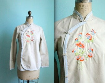 vintage 70s asian mandarin collar embroidered cotton blouse / tan and blue / flowers / size small to medium
