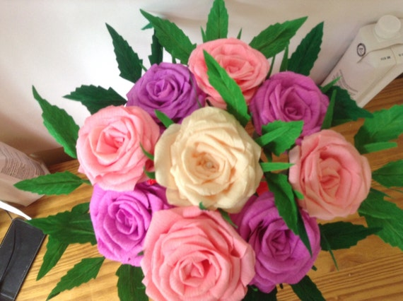 bouquet de roses de papier crépon