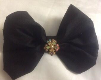 Dupiony silk bow