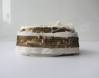 gold sequence on white cotton fabric strip ribbon trim nr. 44