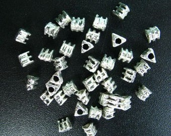 50 Triangle Bead Tibetan Silver 3 x 3 x 3 mm - sp034