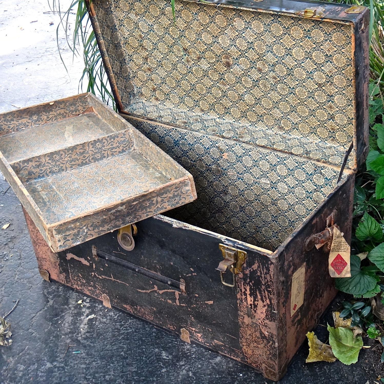 antique train trunk antique trunk vintage storage trunk metal. Black Bedroom Furniture Sets. Home Design Ideas