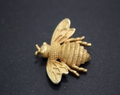 Avon Bee Brooch Vintage in Gold