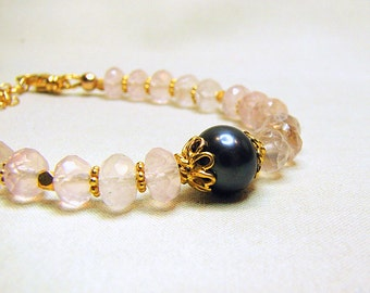 Delicate rose quartz bracelet with black pearl and gold Semi precious gem stone bracelet Pink gemstone bracelet Beaded jewelry for women