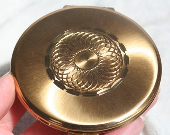 FREE SHIPPING Gold Kigu England Powder Compact with Engraved Centre Design 1960s