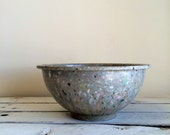 Vintage speckled slate gray Texas ware bowl / Texas ware confetti bowl / grey bowl / camper bowl / vintage kitchen / Texas ware