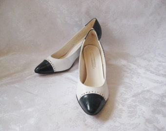 Naturalizer navy and white two toned heels, size 9.5, leather pumps