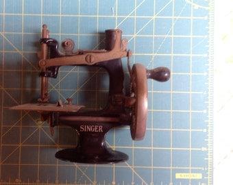 "Vintage ""toy"" Singer Sewing machine"