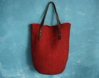 Oversize felt tote bag with leather handles