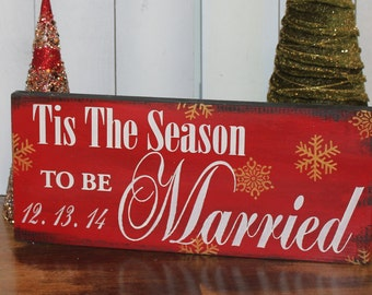 Tis the SEASON to be MARRIED Sign//Photo Prop/Snowflake/Christmas Wedding/U Choose Colors/Great Shower Gift/Red/Gold