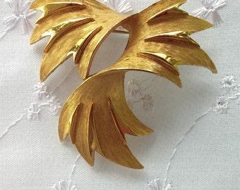 Vintage Trifari Gold Toned Brooch Swirled Leaves