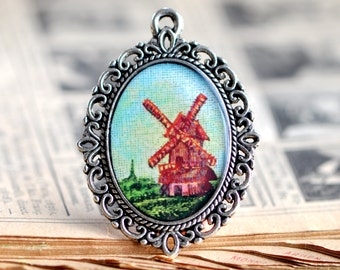 Antique style pendant with mill