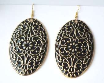 Unique oval shaped black and golden metallic design earring