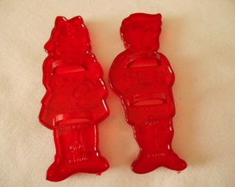 HRM Red Plastic Hansel and Gretel Cookie Cutters, Have Crowns