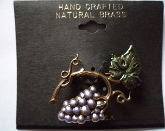 Vintage Unsigned Brass Grapevine Brooch/Pin