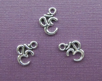 24 Pieces Ohm Charms / Aum symbol/ Hindu charms Script Charm Ohm, silvr ohm charms 16x11mm Antique Silver Finish 1-26-S