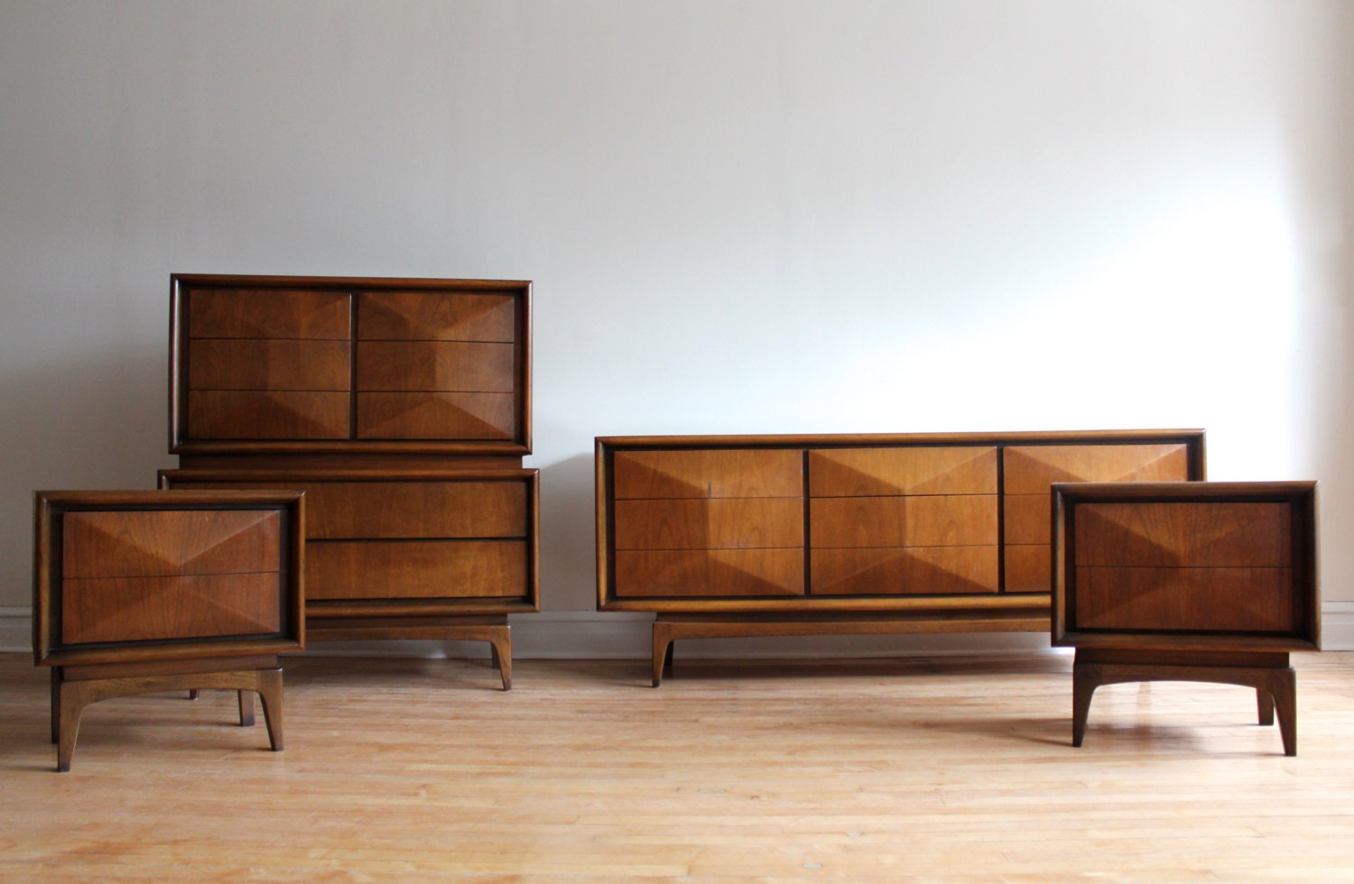 Mid century modern bedroom set by united furniture - Midcentury modern bedroom furniture ...