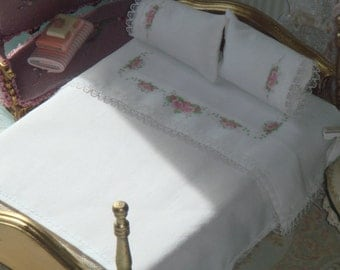 Dollhouse bed linnen and two mattching pillows. 1:12 dollhouse Miniature bed linnen.