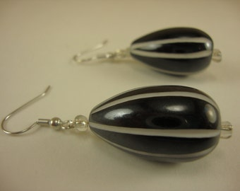 RF231 black and white drop earrings
