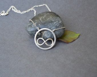 Necklace in Sterling silver (925) Infinity charm surrounded by circle.