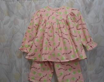 "Size 3 Girls Pajamas, pink with green frogs,""bundle of joy"""