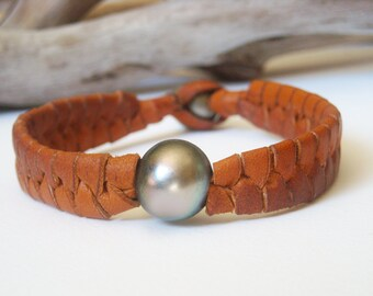 Tahitian pearls, man bracelet, hand rolled leather, another tahitian pearl for clasp