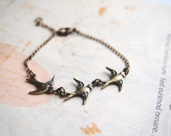 Doves Bracelet, Flying Swallow Bracelet, Sparrow Charm, Flying Bird Bracelet, Antiqued Brass Best Friend Gift, Bridesmaid Gift
