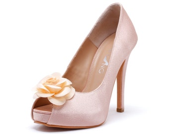 Light pink heels with flower