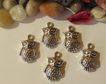 D-02205 - 5 Pendants owl antique silver