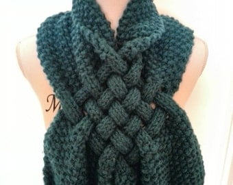 Beautiful braided scarf for the autumn and winter