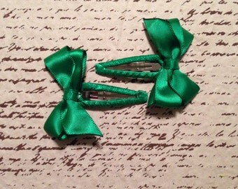 Green satin bow snap clip