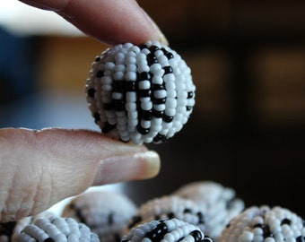 8 XL chunky woven beads, covered with black and white glass seed beads, 23mm, hole 3mm