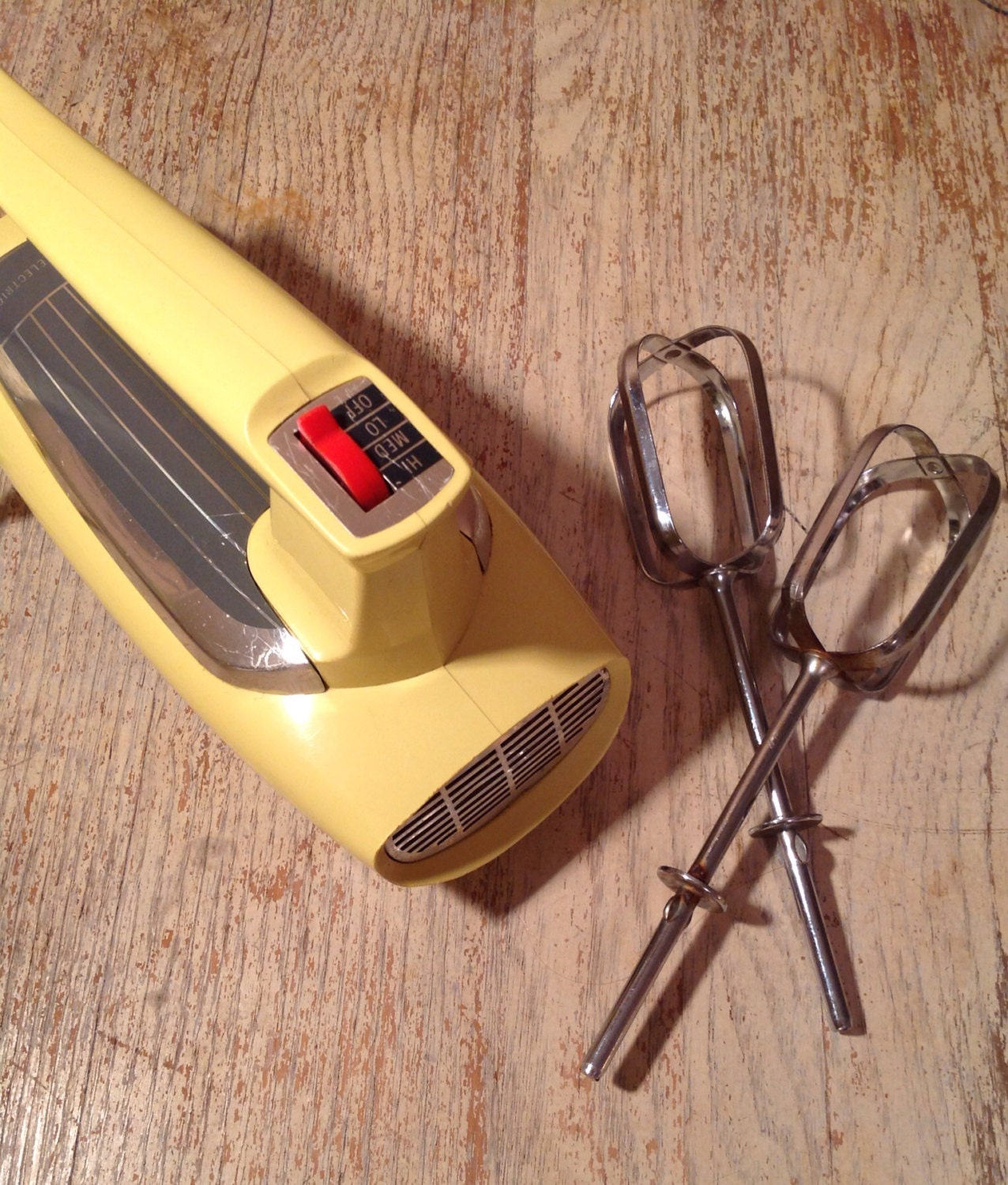 Vintage ge electric hand mixer yellow 30m47 3 by packandalleys for Antique general electric mixer
