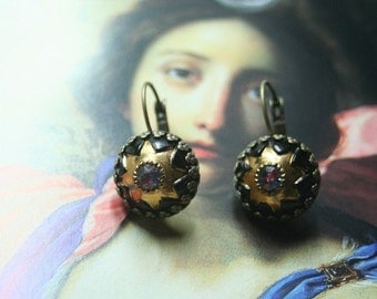 Twinkle Star, 1940s jet with gold glass cabochons with a twinkling vintage Swarovski crystal