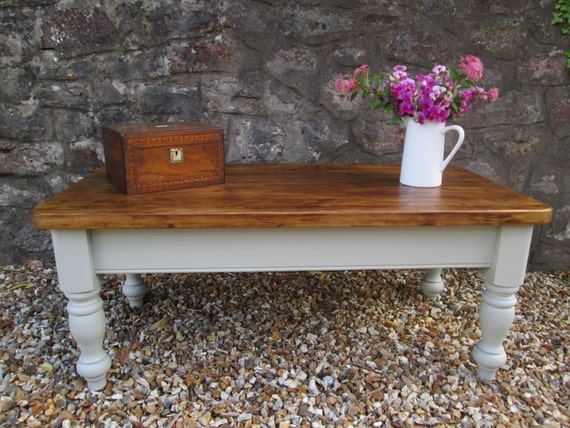 painting a coffee table with chalk paint 2