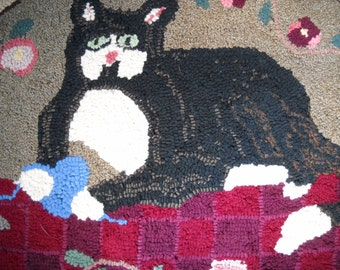 """Vintage Hand Hooked Wool Rug Cat with Ball of Yarn and Mouse  32"""" x 26"""""""