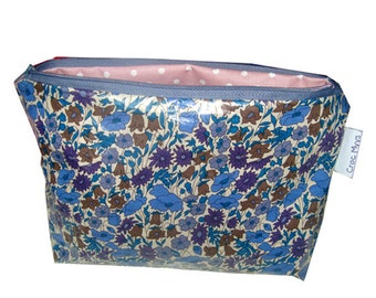 toiletry bag in coated liberty poppy and daisy blue