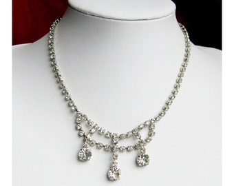 1950s rhinestone necklace claw set stones ornate rhinestone clasp rhodium plated 15 5 inches long