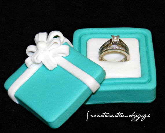 Cake Gift Box Fondant : Items similar to 3D Edible Fondant Gift Box Ring Jewelry ...