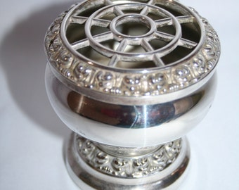 Stunning Vintage Small Silver Plated Rose Bowl - By Ianthe England .